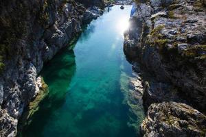riacho da montanha azul foto