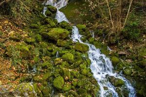 riacho na montanha foto