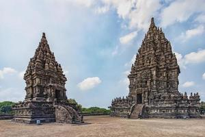 templo prambanan no centro de java na indonésia foto