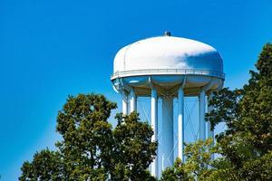 torre de água durante o dia foto