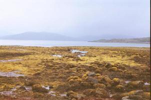 terras altas e lago na Escócia foto