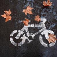 sinal de trânsito de bicicleta na rua foto
