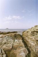 rochas e céu foto