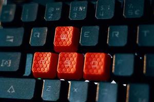 teclado para jogos com teclas vermelhas wasd foto