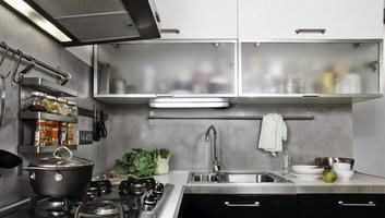 foto do interior de uma cozinha moderna