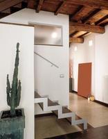 foto do interior de uma sala de estar moderna