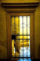 porta de ferro com portão foto