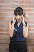 mulheres asiáticas estão estressadas fora do trabalho foto