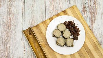 deliciosa comida deliciosa lemang e rendang foto
