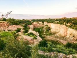 mineração de calcário para fábrica de cimento em algum lugar no norte da Lituânia foto