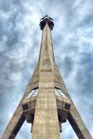 belgrado, sérvia, 18 de março de 2017 - torre de tv avala foto