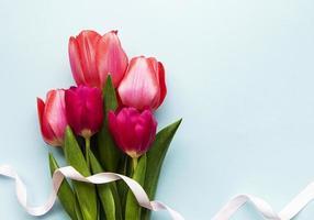 lindo buquê de tulipas foto