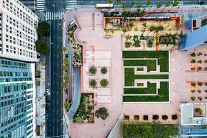 vista aérea criativa da cidade. vista superior do complexo criativo foto