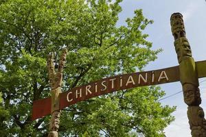 freetown christiania no bairro de christianshavn, copenhagen, dinamarca foto