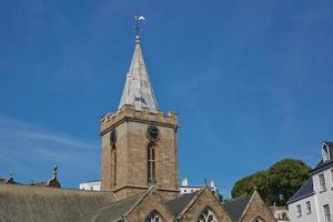 a igreja da cidade de st peter port em guernsey, reino unido foto