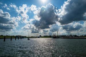 uma vista sobre o porto em hooksiel foto