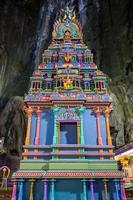 templo em cavernas batu em kuala lumpur foto