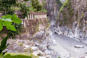 a trilha de changchun no parque nacional taroko gorge em taiwan foto