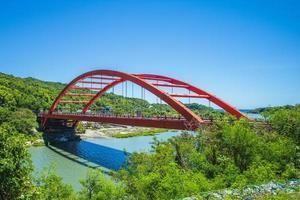ponte Changhong sobre o rio Xiuguluan em Hualien, Taiwan foto