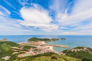 vista da ilha de matsu e aeroporto foto