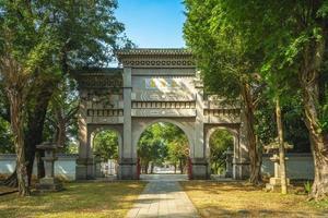 portão da frente do santuário dos mártires em chiayi, taiwan foto