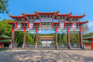 portão da frente do templo confucius em taoyuan, taiwan foto