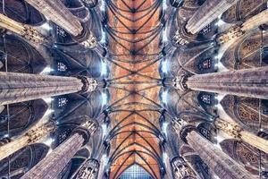 a arquitetura da catedral de milão, itália foto
