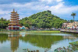 torre dragão tigre em kaohsiung, taiwan foto