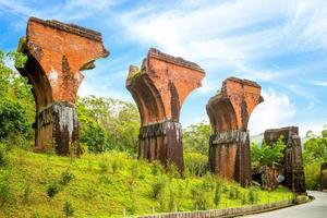 ruínas da ponte long-teng, condado de miaoli, taiwan foto