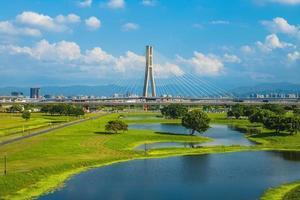 new taipei metropolitan park erchong floodway riverside park foto