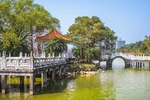 cenário do parque bihu em taipei, taiwan. foto