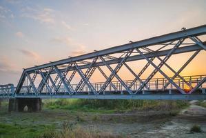 ponte histórica de aço no município de Huwei, Condado de Yunlin, Taiwan foto