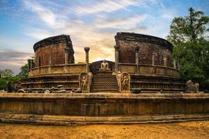 quadrilátero sagrado na cidade antiga de polonnaruwa, sri lanka foto