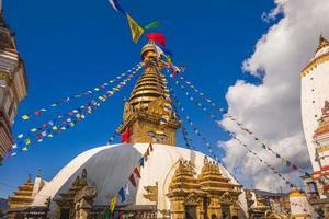 swayambhunath também conhecido como templo do macaco em kathmandu, nepal foto