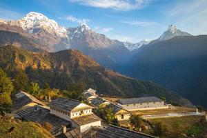 paisagem da aldeia ghandruk perto de pokhara em nepal foto