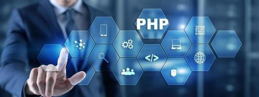 empresário está pressionando a tela virtual do php. foto