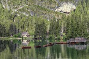 lago di braies - pragser wildsee, tirol do sul, itália foto