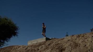 retrato de homem correndo no local foto