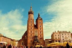 igreja de concreto marrom em cracóvia, polônia, 2012 foto