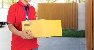 pacote de caixas de serviço de entrega do entregador foto