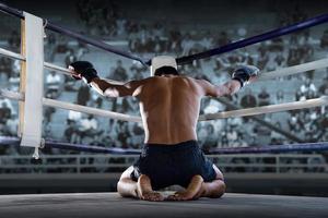 lutador no palco antes da luta, artes marciais, boxe tailandês foto