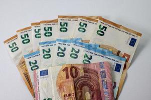 notas de 50e 20 e 10 euros em forma de leque foto