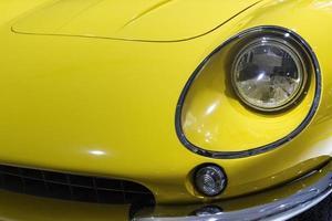 carro vintage ferrari amarelo foto