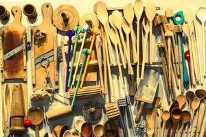 exposição de arte de utensílios de cozinha foto