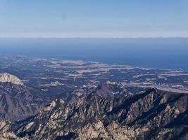 excelente vista para belas montanhas seoraksan. Coreia do Sul foto