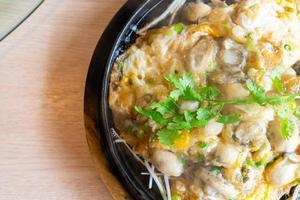 omelete de ostra com broto de feijão foto