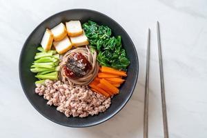 macarrão frio picante coreano foto