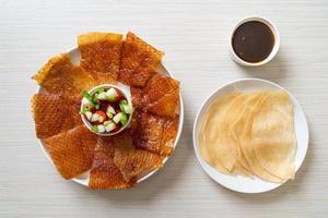 pato laqueado - comida chinesa foto