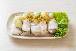pacotes de arroz cozido no vapor de porco foto