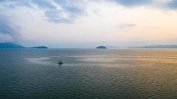 foto aérea acima da água do mar
